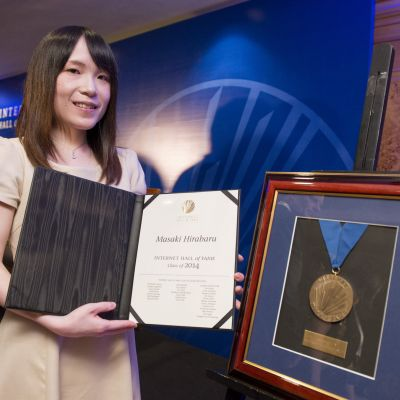 Mika Hirabaru shows her father's award